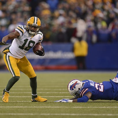 Green Bay Packers receiver Randall Cobb (18) shakes