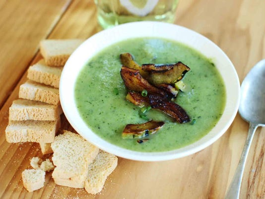 Food Healthy Plate 4 Ingredient Zucchini Soup (2)