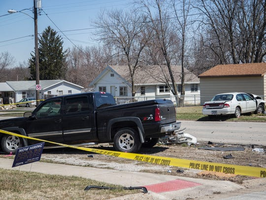 Des Moines police officers investigate a fatal car