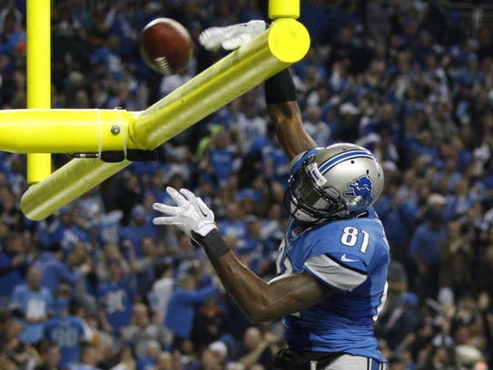 Calvin Johnson dunks the ball over the goal post after