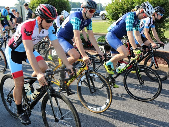 Cyclists began the race in the male category of the
