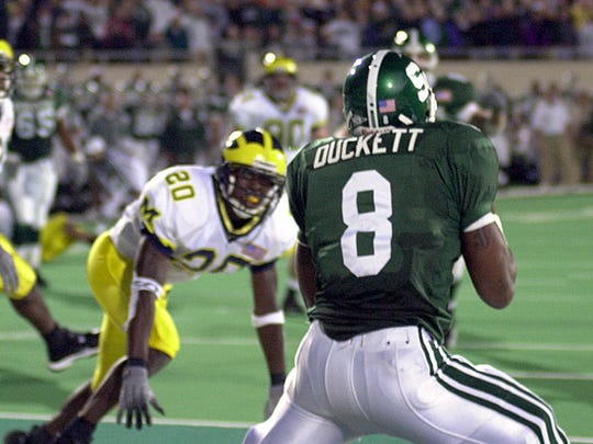 T.J. Duckett hauls in the last-second touchdown catch to beat Michigan in 2001.