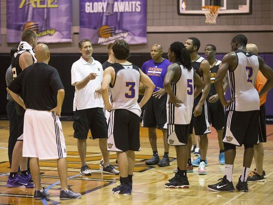 Suns coach Jeff Hornacek huddles with the players during