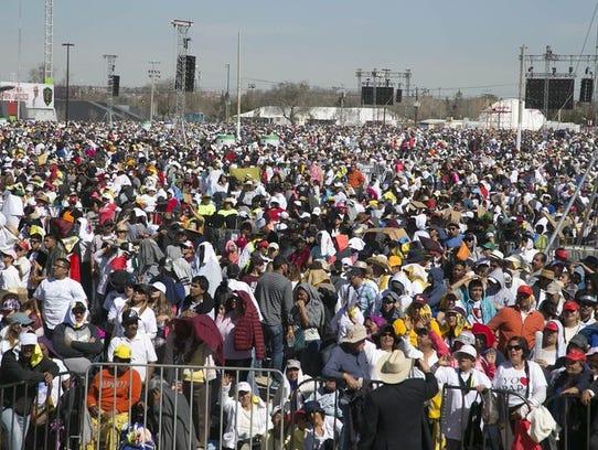 Unas 210 mil personas participaron en la misa del Papa