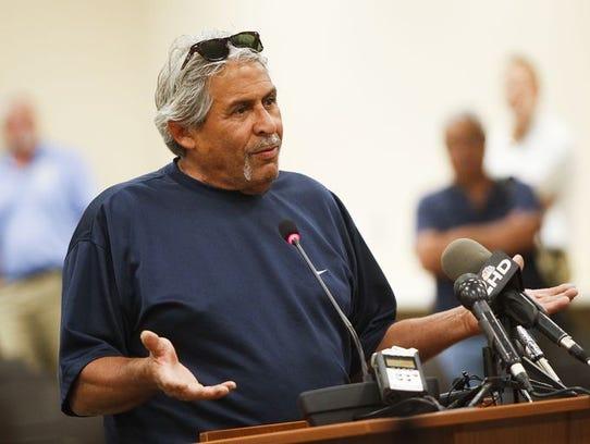 Al DePascal, residente de Phoenix, expresó ante autoridades