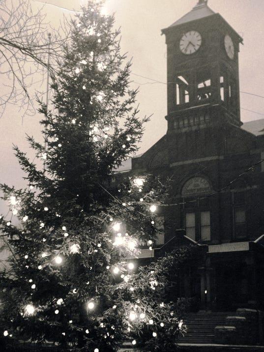 Courthouse Xmas tree.jpg