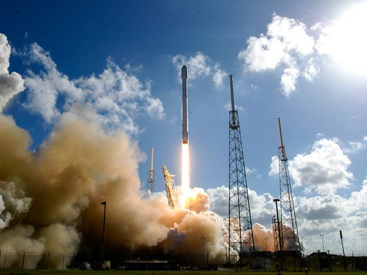 SpaceX Launches Thaicom 6 Into Space