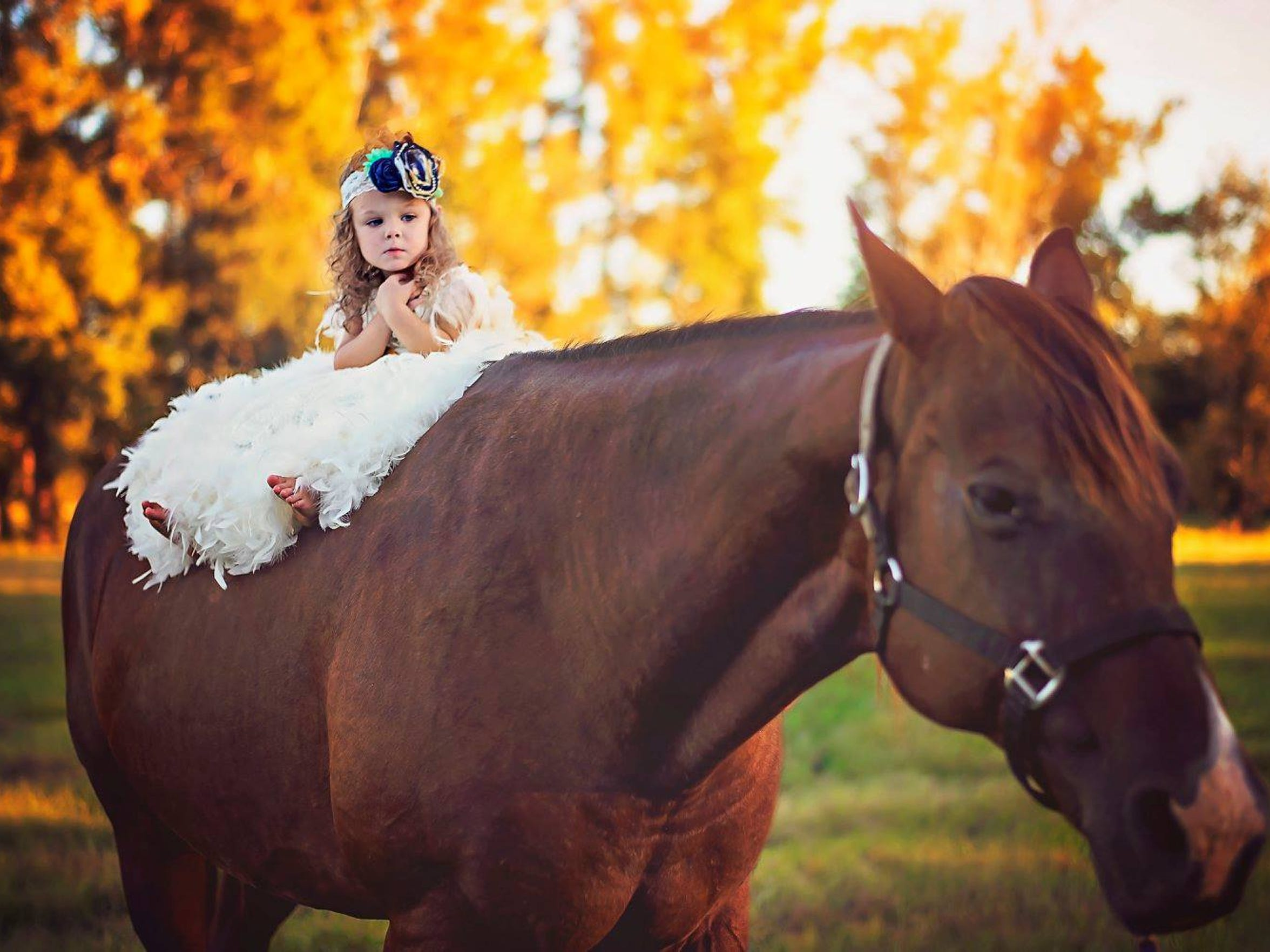 Londyn poses on a horse for her third birthday pictures.