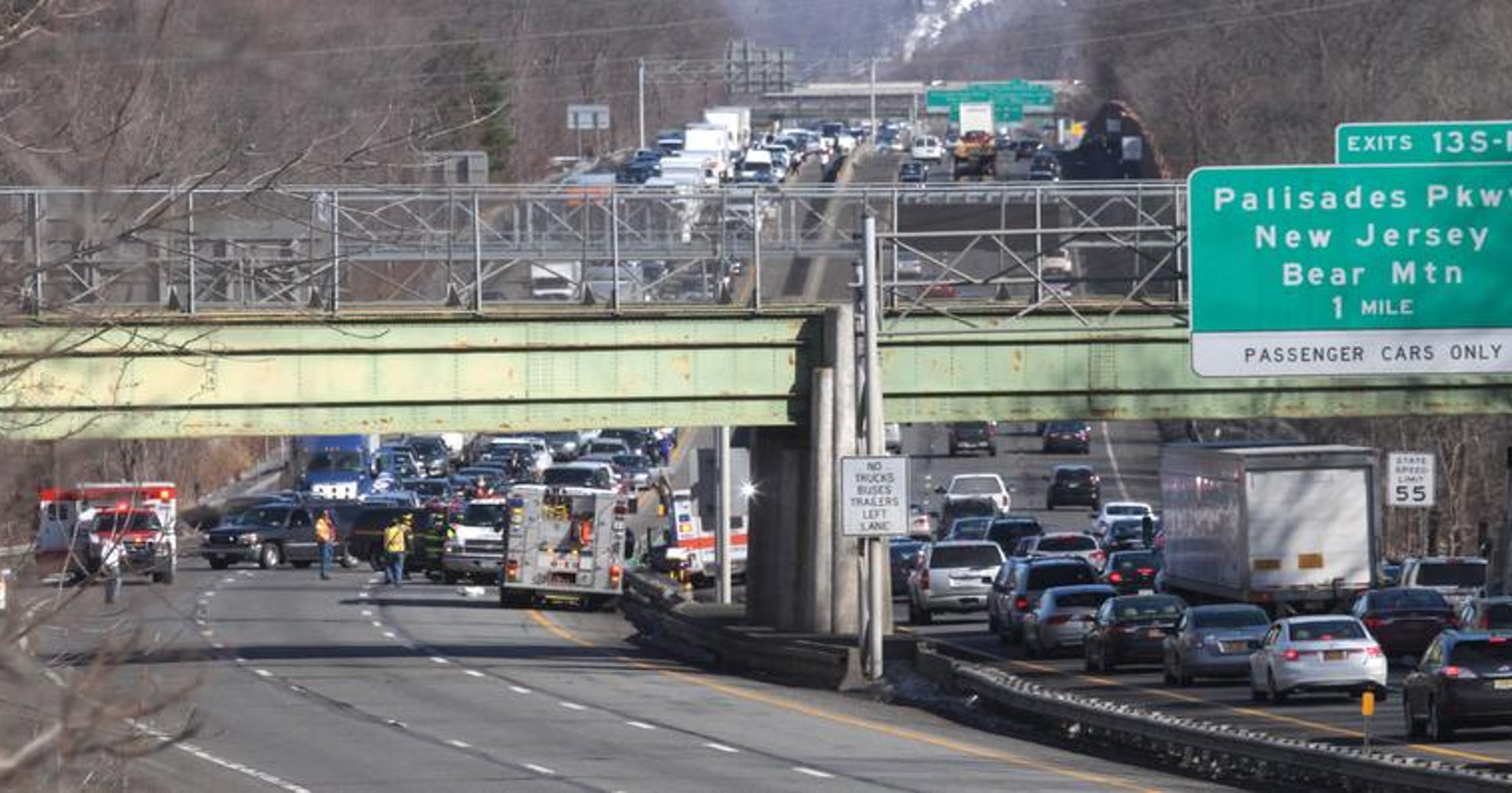 Three-car accident briefly closes Thruway in Rockland
