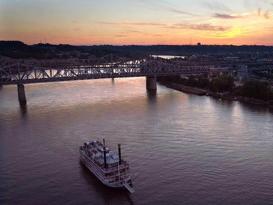 A riverboat makes its way down the Ohio River between