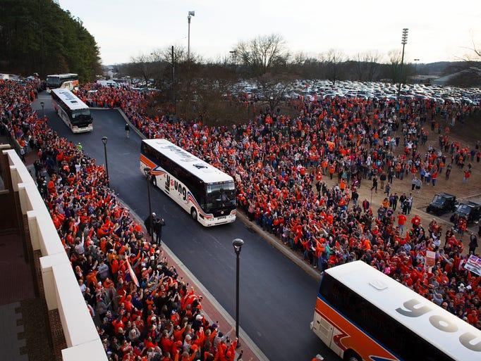 Clemson players arrive at Clemson Memorial Stadium