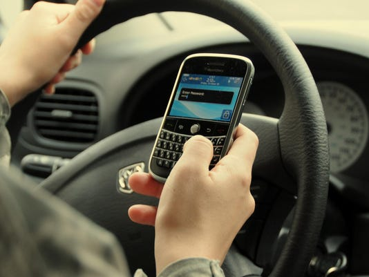 IMG_Texting_and_driving._1_1_8DGK66IN.jpg_20161204.jpg