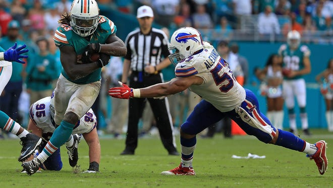 MIAMI GARDENS, FL - OCTOBER 23:  Jay Ajayi #23 of the Miami Dolphins rushes during a game against the Buffalo Bills at Hard Rock Stadium on October 23, 2016 in Miami Gardens, Florida.  (Photo by Mike Ehrmann/Getty Images)