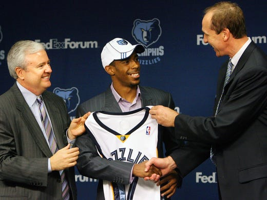 Grizzlies general manager Chris Wallace, left, and