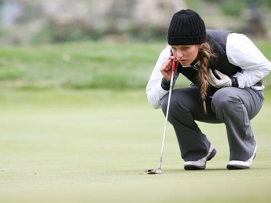 Shelby sophomore Claire Korbas lines up her putt on