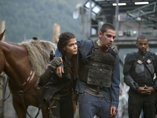 Devon Bostick (L) as Jasper and Marie Avgeropoulos