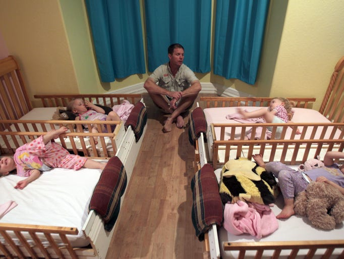 David Anderson settles down daughters Valerie, Lauren, Tabitha and Ashley for bedtime.