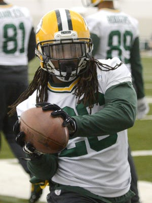 Green Bay Packers running back DuJuan Harris grabs a pass during practice in the Don Hutson Center, Wednesday, January 14, 2015. H. Marc Larson/Press-Gazette Media/@HMarcLarson
