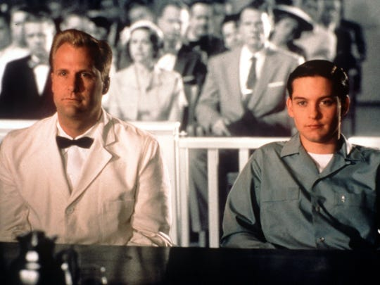 "KRT ENTERTAINMENT STORY SLUGGED: DANIELS KRT PHOTO BY RALPH NELSON/NEW LINE CINEMA (KRT - October 19) Jeff Daniels, left, stars in ""Pleasantville"" with Tobey Maguire about two teenagers who find themselves in a 1950s television show. (KRT) AP PL KD 1998 (Horiz)