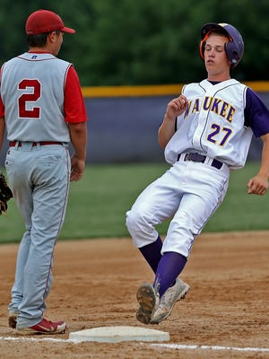 Waukee's Robert Primrose (right) and his teammates are ranked No. 2 in the state.