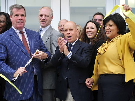 Scott Hamilton joins Mayor Karl Dean for the ribbon-cutting ceremony for the Ford Ice Center.