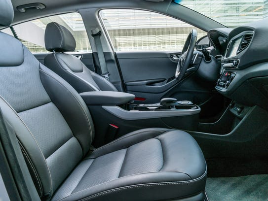 2017 hyundai ioniq electric car is long on features short on range. Black Bedroom Furniture Sets. Home Design Ideas