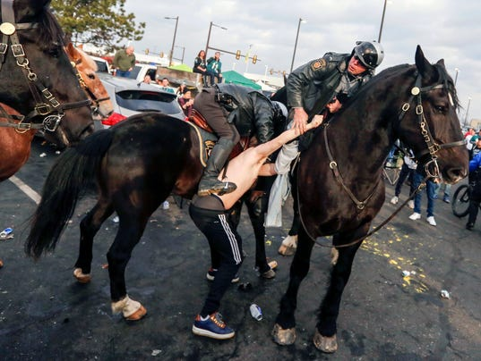 horse punched eagles game philadelphia