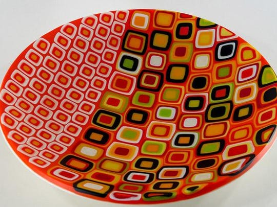 """""""Jetson,"""" glass art by Steve Immerman, part of Exhibit I at Fine Line Designs Gallery."""