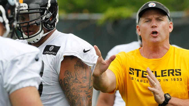 Pittsburgh Steelers offensive line coach Mike Munchak, right, during organized team activities in Pittsburgh on May 28.