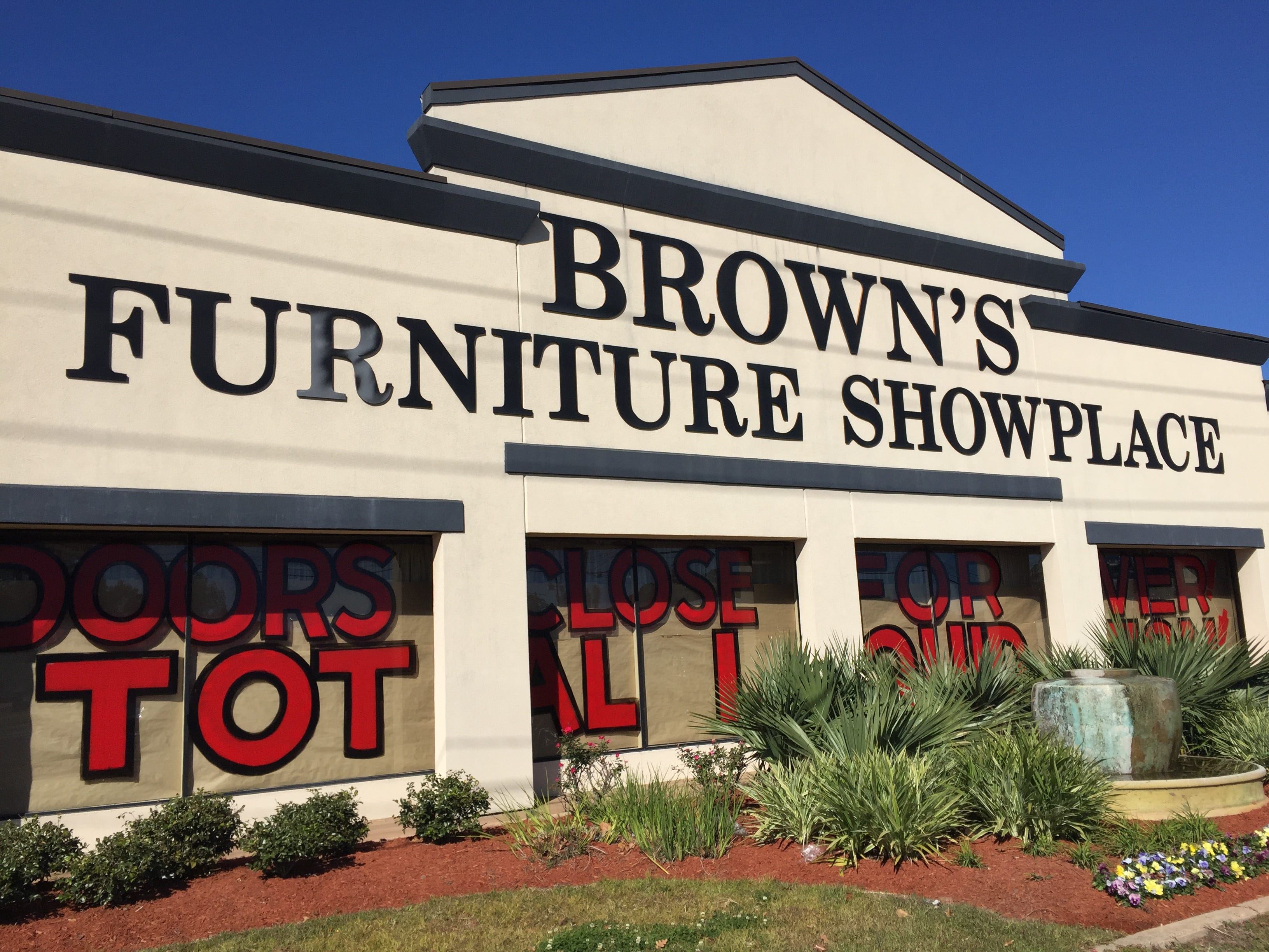 brownu0027s furniture showplace closing on johnston street in lafayette louisiana