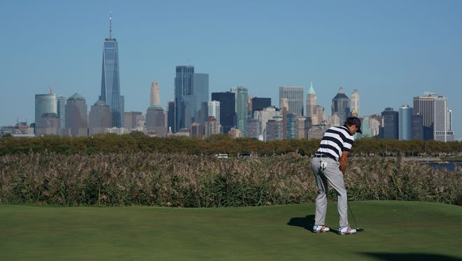 Kevin Kisner prepares to putt on the 10th hole during the first round foursomes match at the President's Cup at Liberty National Golf Course.