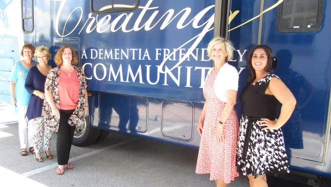Far left, from left, members of the Alzheimer & Parkinson team include Claire Babcock, Peggy Cunningham and Erin Montegut. Far rightfrom left, CenterState Bank's  Diana Walker and Hala Laviolette took the tour.