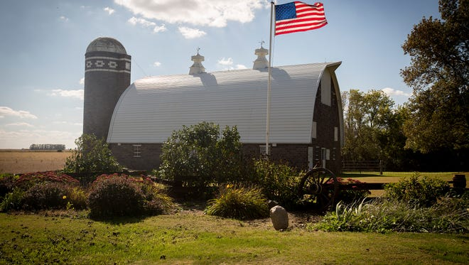 Bennett barn, located at 1664 Eagle Avenue near Latimer in Franklin County, is a clay tile barn, with a round laminated rafter roof. It was built in 1950 by Henning Construction Company of Latimer to house a dairy herd. The cow stanchions had drinking cups and there is a chain lift manure carrier.