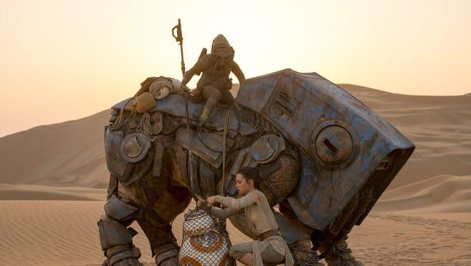 Star Wars: The Force Awakens. L to R: BB-8 w/ Rey (Daisy Ridley) .Ph: David James. ©Lucasfilm 2015