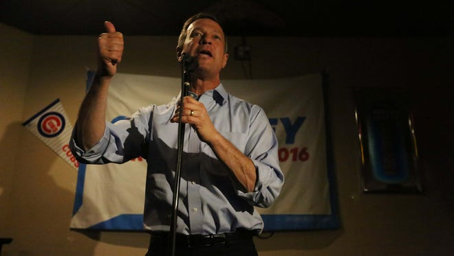 Presidential hopeful, Martin O'Malley campaigns at Des Moines dive bar, Carl's in Sherman Hill on Thursday, Jan. 7, 2016.