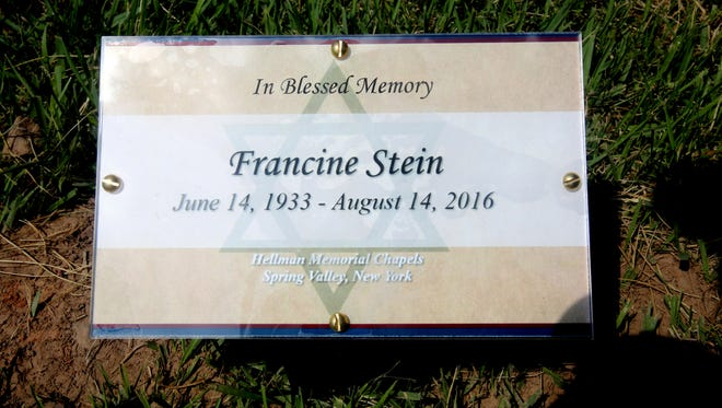 A temporary identifying marker at the grave of Francine Stein at Temple Israel Memorial Park in Blauvelt.
