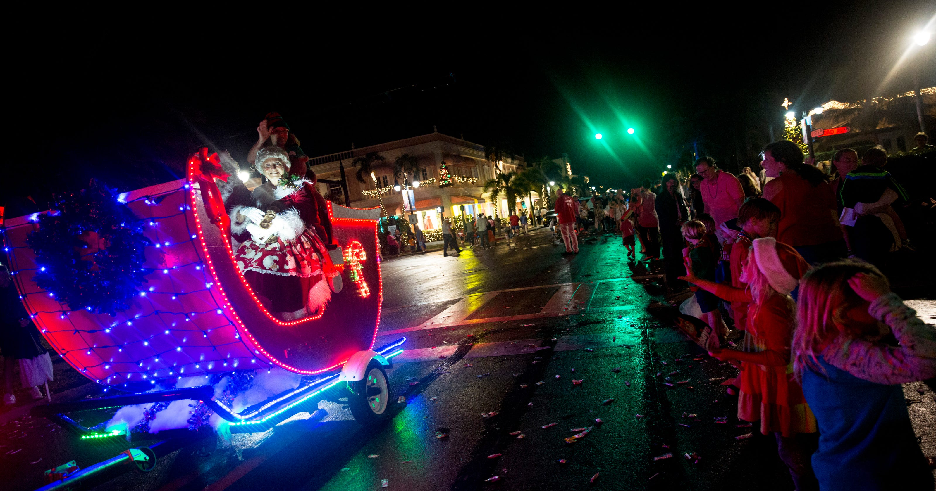 Naples Christmas Parade 2019.Holiday Events From Naples To Fort Myers