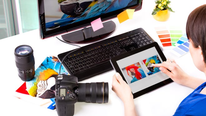 You can organize photos on your computer with programs such as ZoomBrowser and Picasa.