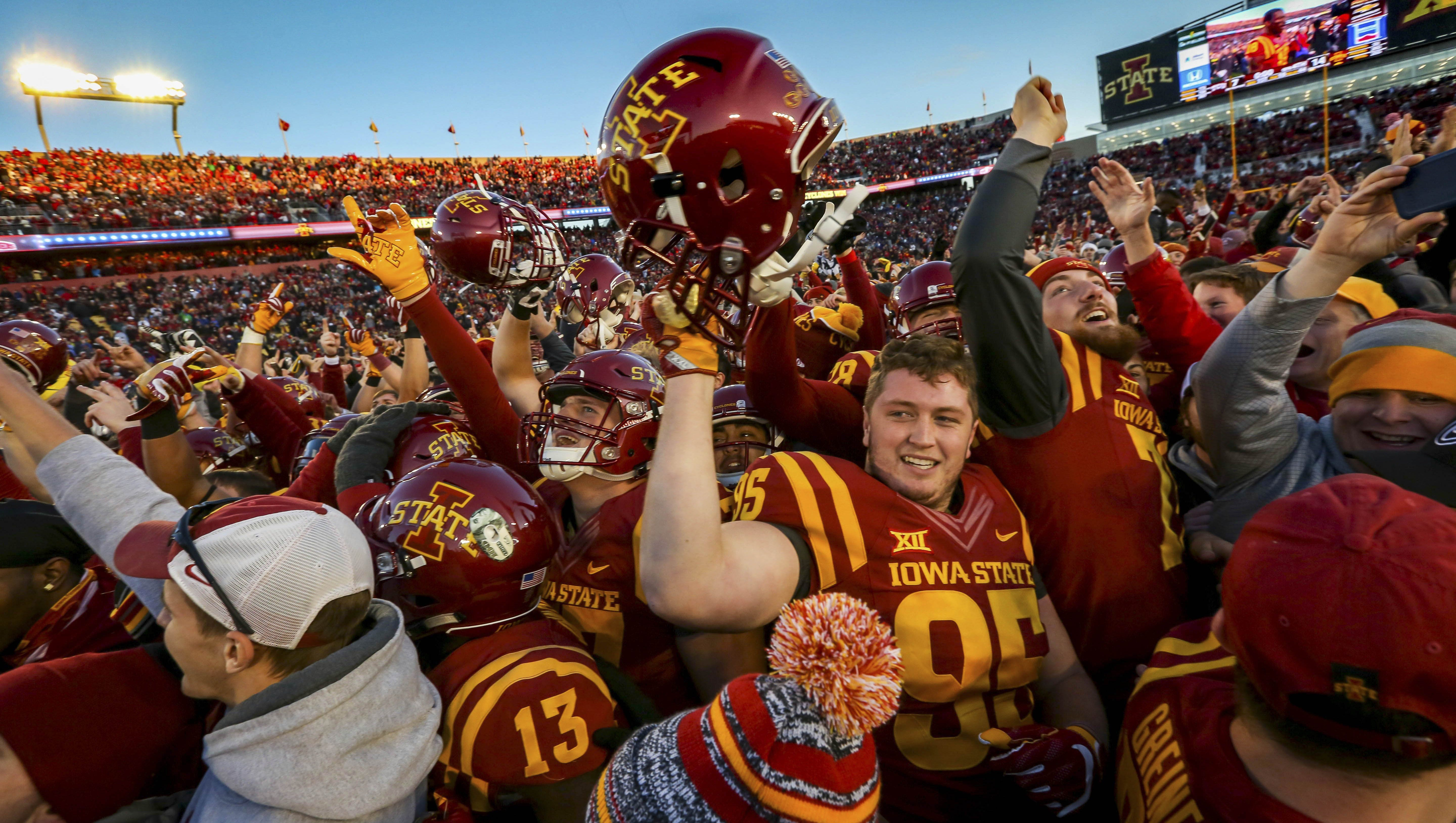 How Sweet Caroline Became Iowa State S Inescapable Celebration Song