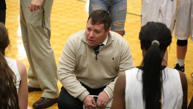 Hendersonville High School coach Drew Johnson talks with players during a game against Gallatin High School at Hendersonville on Thursday, Jan. 11.