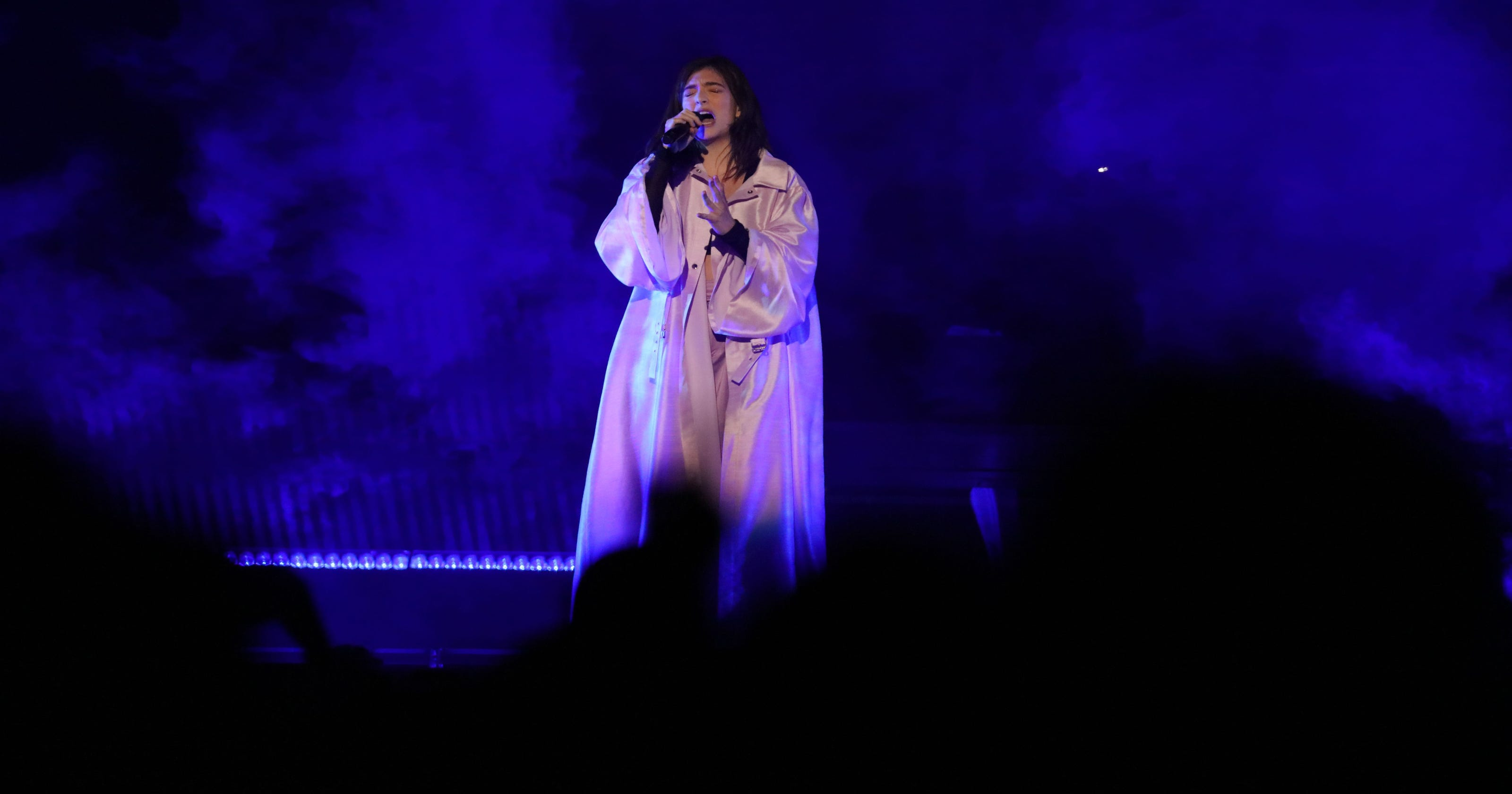 Review: Lorde crushes tour kickoff in Milwaukee