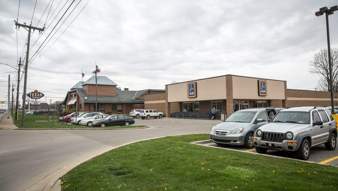 Aldi's grocery store and the neighboring Texas Roadhouse are seeking to rezone the entire block bordered by Walnut Street, McGalliard Road, Franklin Street and Berkley Avenue to allow for the restaurant, grocery and neighboring shops to redevelop the block.