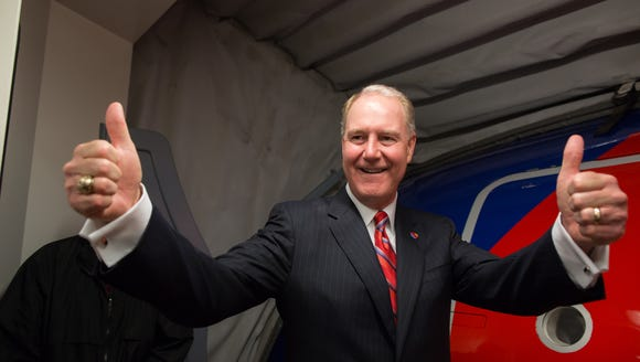Southwest Airlines CEO Gary Kelly closes the aircraft