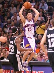 San Antonio Spurs' Devin Brown (23) defends as Phoenix