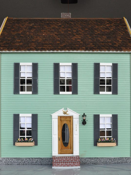 636451617420163828-front-of-the-restored-dollhouse.jpg