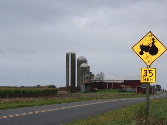 -Farm-scene-with-farm-sign.JPG