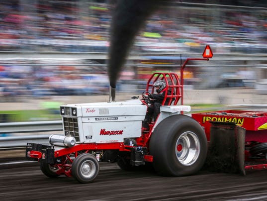 icmyi photos video from tractor pull at iowa state fair. Black Bedroom Furniture Sets. Home Design Ideas