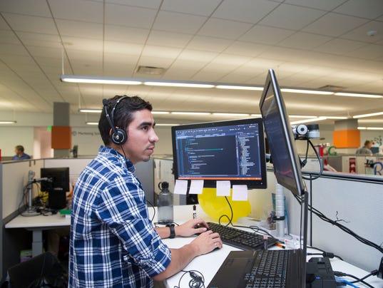 Gm 39 S Chandler It Innovation Center Hires New Arizona College Grads