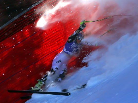 Lindsey Vonn crashes during downhill training, avoids ...