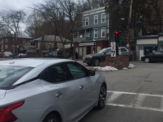 Cars at the downtown Croton-on-Hudson intersection